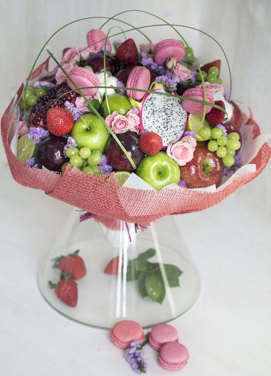 красивый фруктовый съедобный букет Москва Vegato STUDIO Вегато Ла-Ла-Ленд