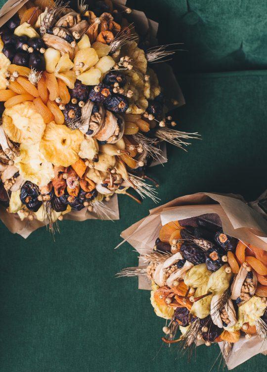 красивый фруктовый съедобный букет Москва Vegato STUDIO Вегато Сахара