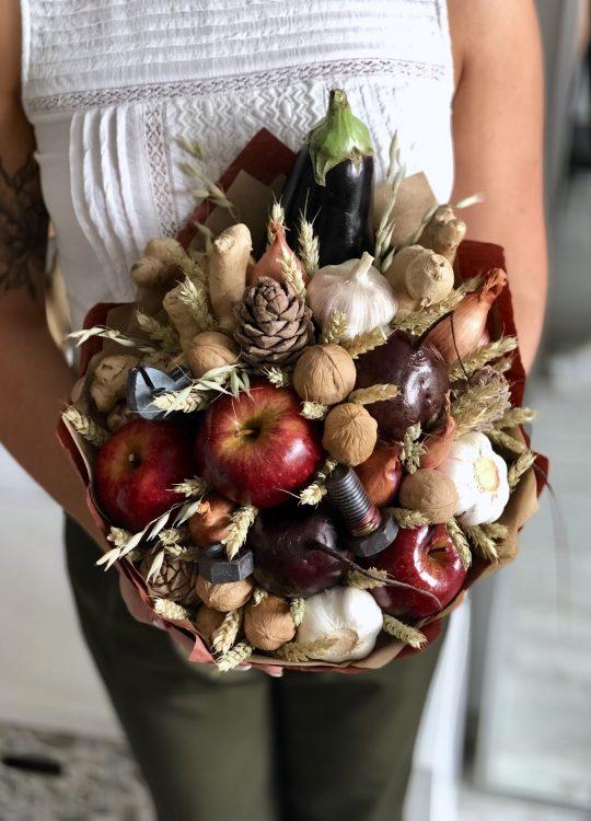 красивый фруктовый съедобный букет Москва Vegato STUDIO Вегато Куй и забивай