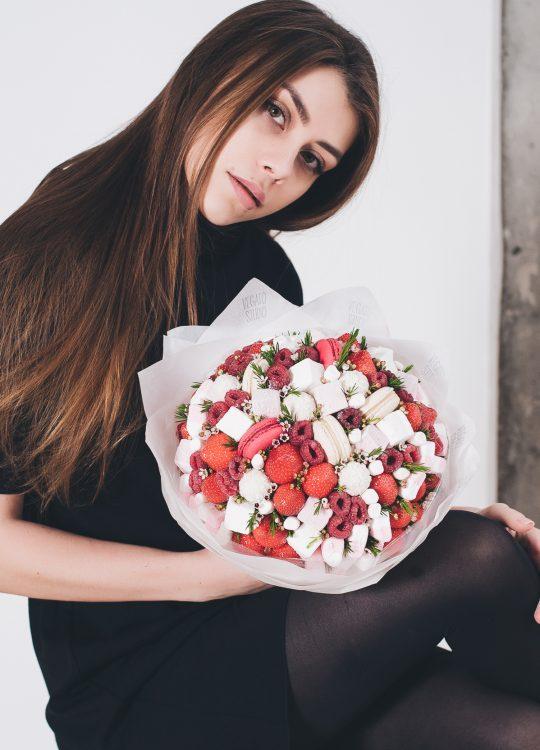 красивый фруктовый съедобный букет Москва Vegato Вегато Купидон