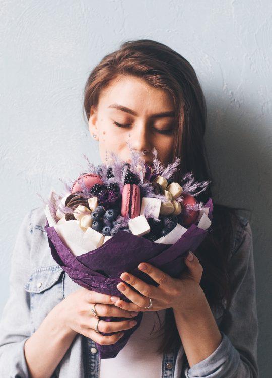 красивый фруктовый съедобный букет Москва Vegato STUDIO Вегато Опиум
