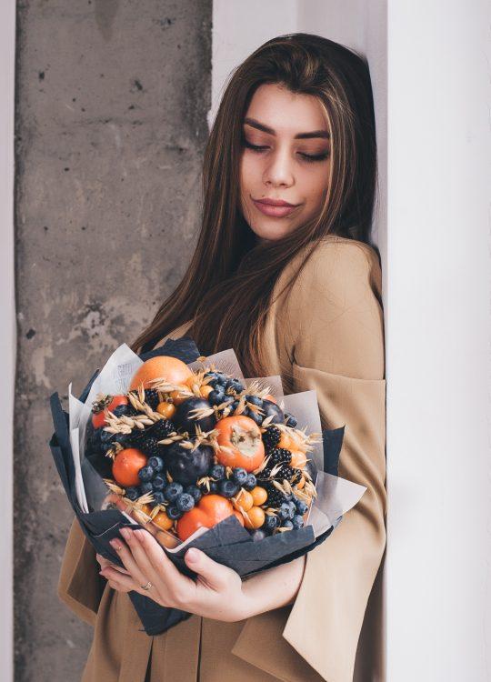 красивый фруктовый съедобный букет Москва Vegato STUDIO Вегато Фиджи