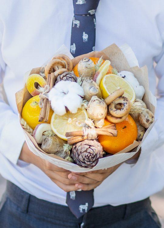 красивый фруктовый съедобный букет Москва Vegato STUDIO Вегато Винни