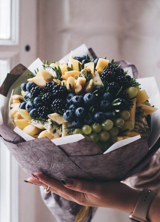 красивый фруктовый съедобный букет Москва Vegato Вегато Ривьера
