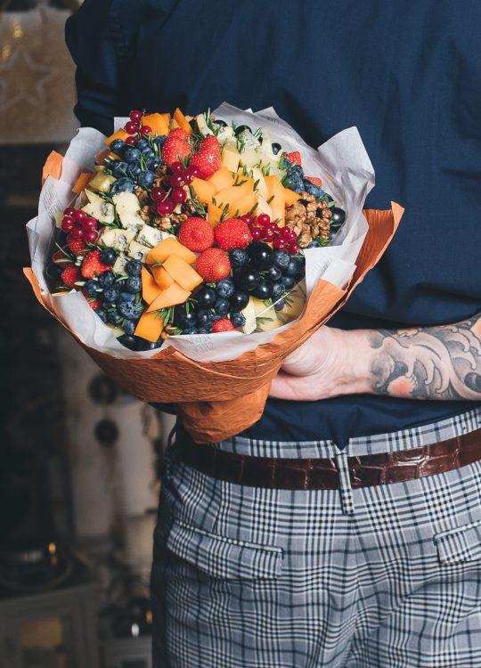 красивый фруктовый съедобный букет Москва Vegato STUDIO Вегато Капри