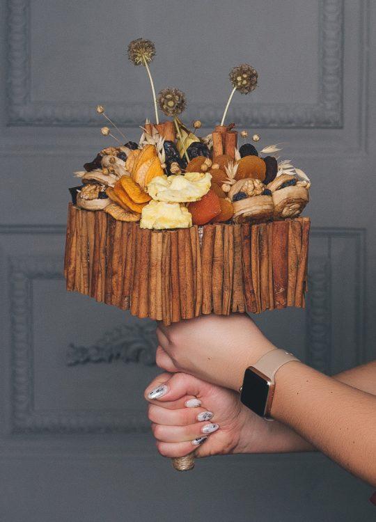 красивый фруктовый съедобный букет Москва Vegato STUDIO Вегато Молот Тора