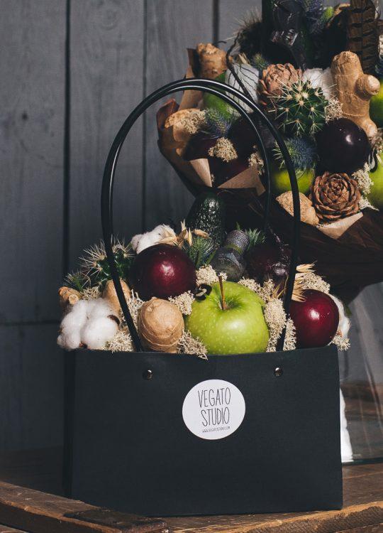красивый фруктовый съедобный букет Москва Vegato STUDIO Вегато Композиция Карамба