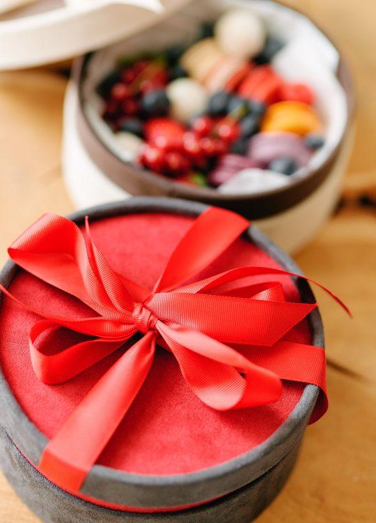 подарки наборы макаронс ягоды доставка Москва Vegato STUDIO Вегато Бархат
