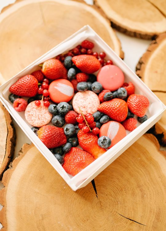 подарки наборы макаронс ягоды доставка Москва Vegato STUDIO Вегато Рубин